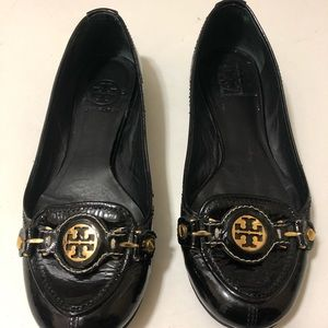 Tory Burch beautiful patent shoes with gold logo